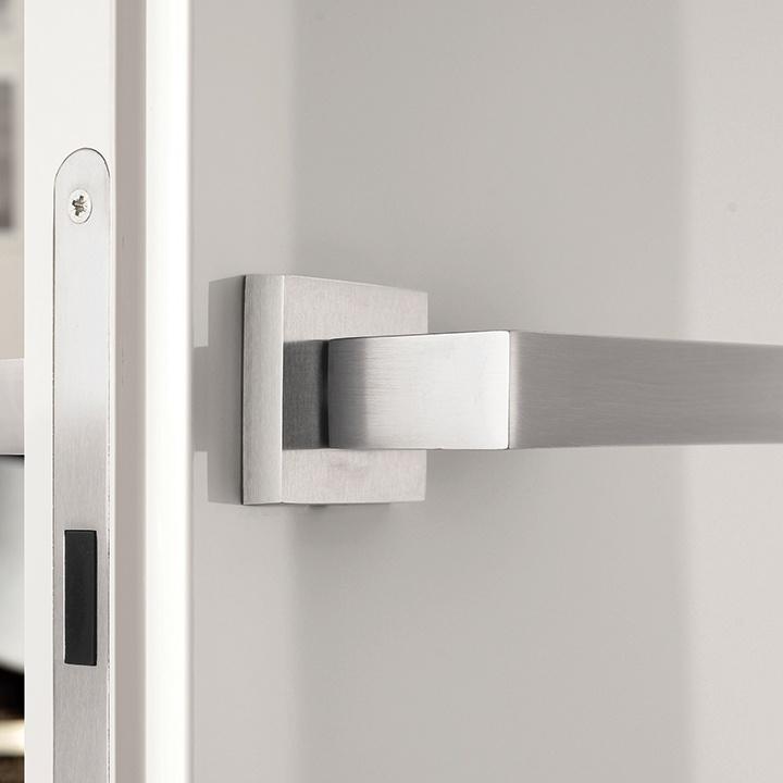 Porte coulissantes ou battantes en bois eclisse eclisse france - Porte filo muro garofoli ...